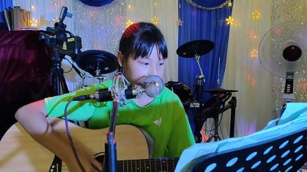 黄卓霖同学学习吉他表演视频《同桌的你》
