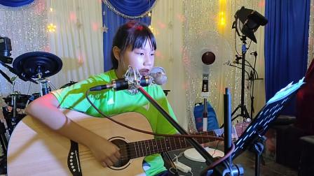 黄卓霖同学学习吉他表演视频《小草》
