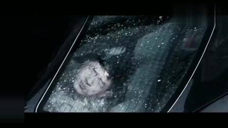《扫毒2》已上映,回顾扫毒1:这五年,阿伟鳄鱼潭里逃生,为活下去只能违背自己的良心(1)