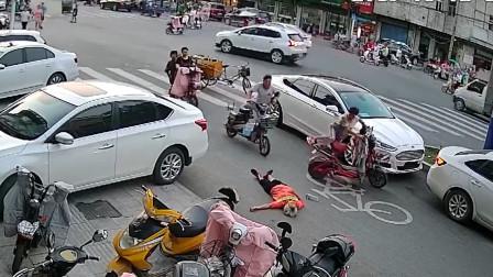 女子骑车撞飞环卫工后逃逸 警方悬赏征集线索