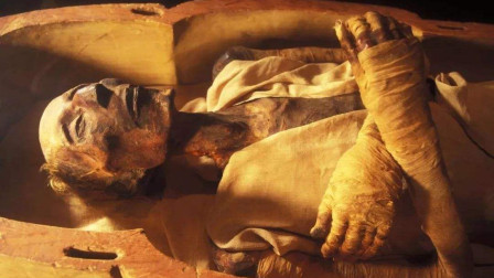 考古家挖出一具心脏跳动的木乃伊,医生解剖尸体后发现秘密
