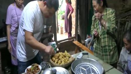 農村四哥:老祖婆出院了親戚都來探望,老爸做美食招待他們!