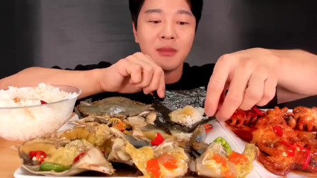 韩国大胃王吃生腌螃蟹,配上一大碗白米饭大口咀嚼,吃得特别香!