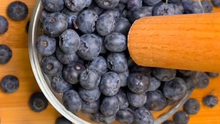 原来有钱人都是这样吃的,自制蓝莓果酱,吃着更放心!