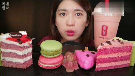 韩国大胃王吃西瓜味蛋糕,配上一大杯奶茶,看完真佩服她的胃口!