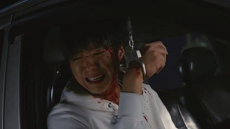 盲证:小伙被锁副驾驶,拼命抢驾驶员的钥匙,结果害了自己!
