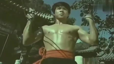80年代李连杰给海灯法师表演武术,一堆大师指导,应该是真功夫