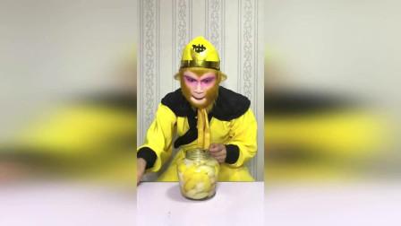 搞笑猴哥猴哥吃山楂糕,披萨,太好吃了