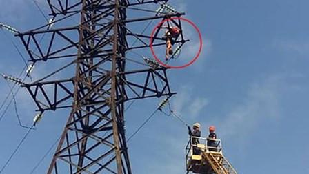 """16岁少年拍""""耍酷""""照片 爬上30米高塔触电身亡"""