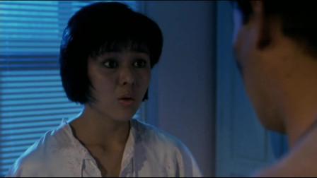 五福星合起伙来骗关之琳起火了,让关之琳躺到了浴缸里,还给了她一个吸管