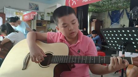 何明洋同学学习吉他视频《同桌的你》