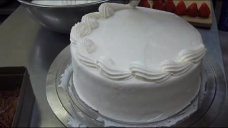 蛋糕店老板在线做蛋糕,简单造型草莓蛋糕,操作起来也不难嘛