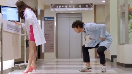 药丸不小心掉在美女脚下,医生蹲下去捡,下秒误会大了!