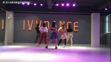 这个舞蹈超级适合零基础的姑娘跳呢, 音乐节奏明显, 动作简单好看