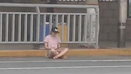 郑州一女子打坐霸占车位等男友 多辆车欲停均遭拒绝