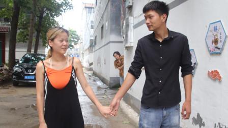 女儿找了个穷男友,母亲极力反对,出主意故意试探结局暖心