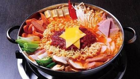日本人也爱吃中国方便面,吃完后竖起大拇指称赞,称其为中华顶级料理!