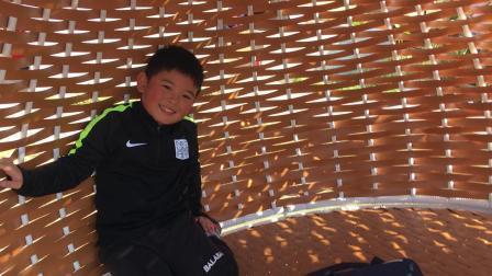 【6岁半】11-5哈哈在蜜蜂农场玩鸟巢蜂巢休息椅IMG_1118