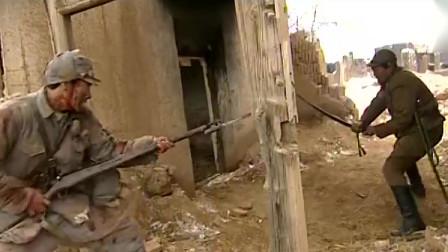 战场上一名八路军伤员落单,孤身一人,步枪上刺刀单挑日军指挥官