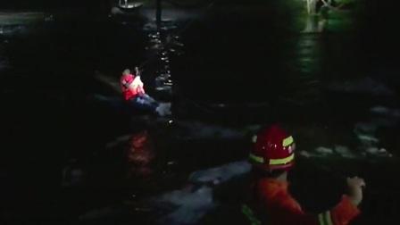 5人被洪水困住 怀柔消防用绳索跨河救人