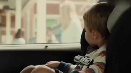 曾经的车神保罗,现在开着面包车接送宝宝