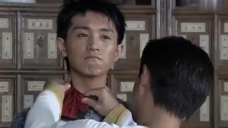 仁者黄飞鸿:徒弟们为了蹭饭,穿着中装打上领结,不中不西的好滑稽!