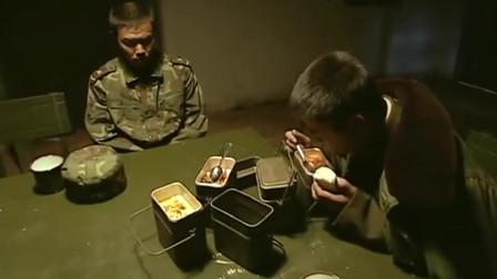 士兵突击:许三多第一次杀人,心理有点反常!大伙都努力帮他