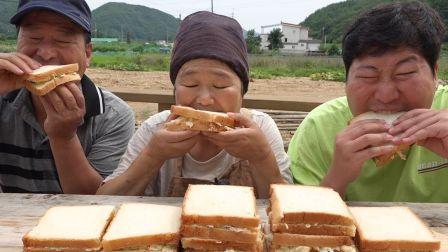 - 不爱看镜头的一家人 -(中字)放了很多蔬菜的沙拉!(Homemade sandwich 自制三明治)