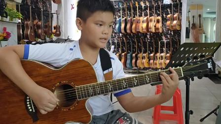 王贯同学学习吉他视频《同桌的你》