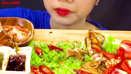 chen助眠吃播 吃烤鱿鱼和辣白菜