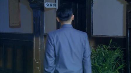 男子潜伏到局长室,安装炸弹拿走衣服,非常潇洒