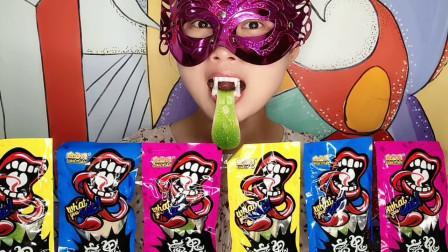 """妹子吃""""魔鬼舌头糖"""",香软绿舌头软糖,戴上假牙搞怪趣味多"""
