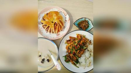 芹菜香干拌饭 椰汁香芋红豆 豆沙卷面包