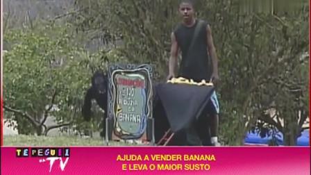 巴西恶搞-又一个笑的我眼泪流出来的恶搞-卖个香蕉引来猴子上身
