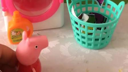 少儿益智亲子玩具:佩奇帮助妈妈晾衣服,好懂事呀