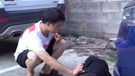 傻小子救了一个男子,3天后男子开着豪车来找他,没想改变他一生