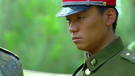 士兵突击:许三多心疼连长受伤,反被责骂:明明是个强人,天生一副熊样!