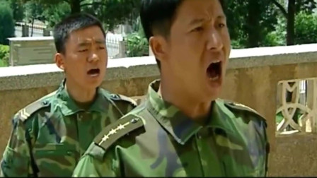 士兵突击:连长看着许三多认真的样子也来劲了!走起!