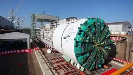 全世界最大的挖掘机,长110米重达7000吨,轻松挖穿一座山