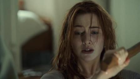 泰坦尼克号:根本不会用斧子的露丝,砍开了杰克的,真是爱情的力量!