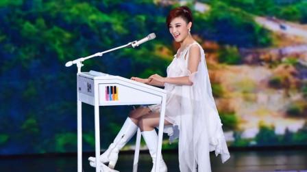 玖月奇迹王小玮双排键演奏《铁血丹心》,旋律响起惊艳全场,好听