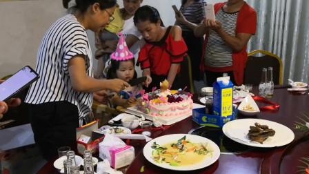 80后大叔小金哥平淡又有意义的一天,谁说年纪大不能吃蛋糕了?