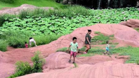 济南公园丹霞地貌遭破坏 10年缩减1米