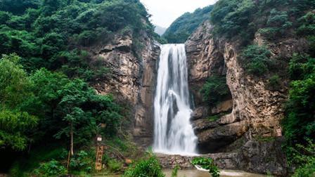 华裔男子模仿武侠片桥段 瀑布下打坐疑呛水身亡