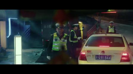 大人物-歹徒刚要袭击交警后面出现车祸