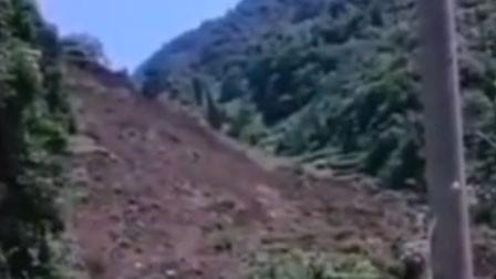 山上村民发现异动通知山下人 山体塌方前成功逃生