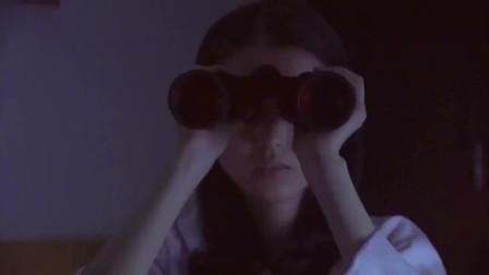 美女半夜睡不着,拿出望远镜偷看对面男生,谁知是最后一眼