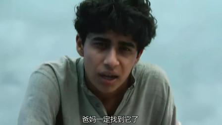 少年派的奇幻漂流:大猩猩独自在海上漂流,派不忍心把它救上了船!