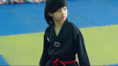 跆拳道:林秋楠擂台PK,打得对方痛的直接趴在地上!