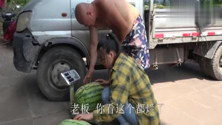 农村王四:家来了个卖瓜的,老妈买了2个,这两个西瓜够吃一阵子!
